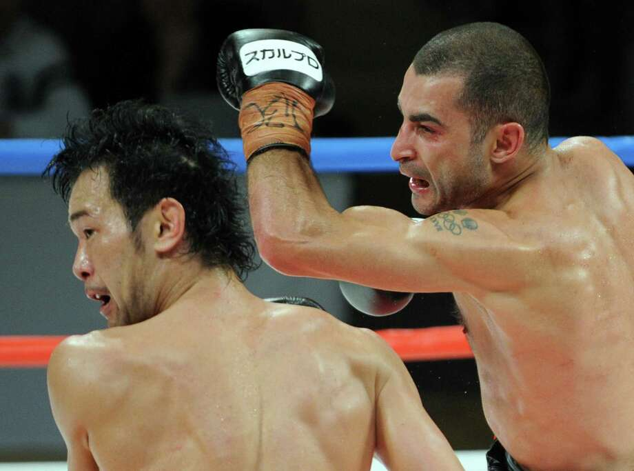Vic Darchinyan, delivering a left-handed punch to the face of Shinsuke Yamanaka during a title bout in 2012, on Saturday will be trying to avenge a loss to Nonito Donaire six years ago. Photo: Toshifumi Kitamura / Getty Images