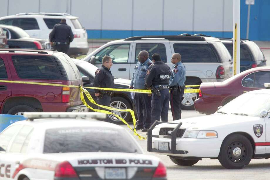 HISD police investigate the scene at Barbara Jordan High School after an officer opened fire on suspected car burglars Thursday. Photo: Johnny Hanson, Staff / Houston Chronicle