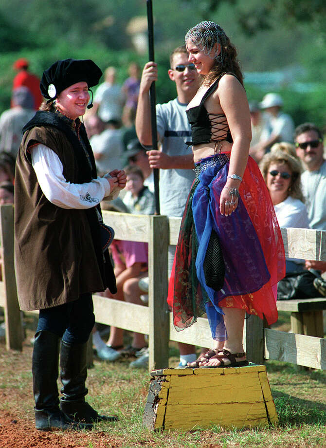 """TALL TALES OF TEXAS/SPORTS: Jennifer Wick of Spring, Texas takes her place on the track as the """"prize"""" for the winning chariot racer after the race. Three races are held each Sunday at the Texas renaissance Festival. STAFF PHOTO BY: JOHN DAVENPORT Photo: JOHN DAVENPORT, File Photo / EN"""