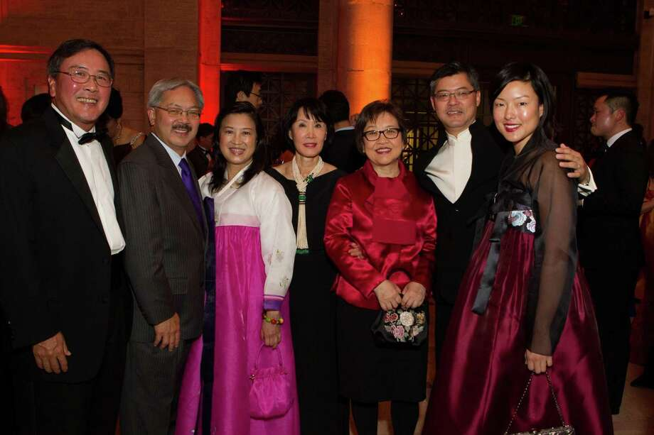 Anthony Sun, Mayor Ed Lee, Anita Lee, Susan Koret, Youngna Kim, Jay Xu and Jane Kim at the Asian Art Museum's opening night gala for In Grand Style: Celebrations in Korean Art during the Joseon Dynasty on October 24, 2013. Photo: Claudine Gossett For Drew Altizer, Drew Altizer Photography / DREW ALTIZER PHOTOGRAPHY