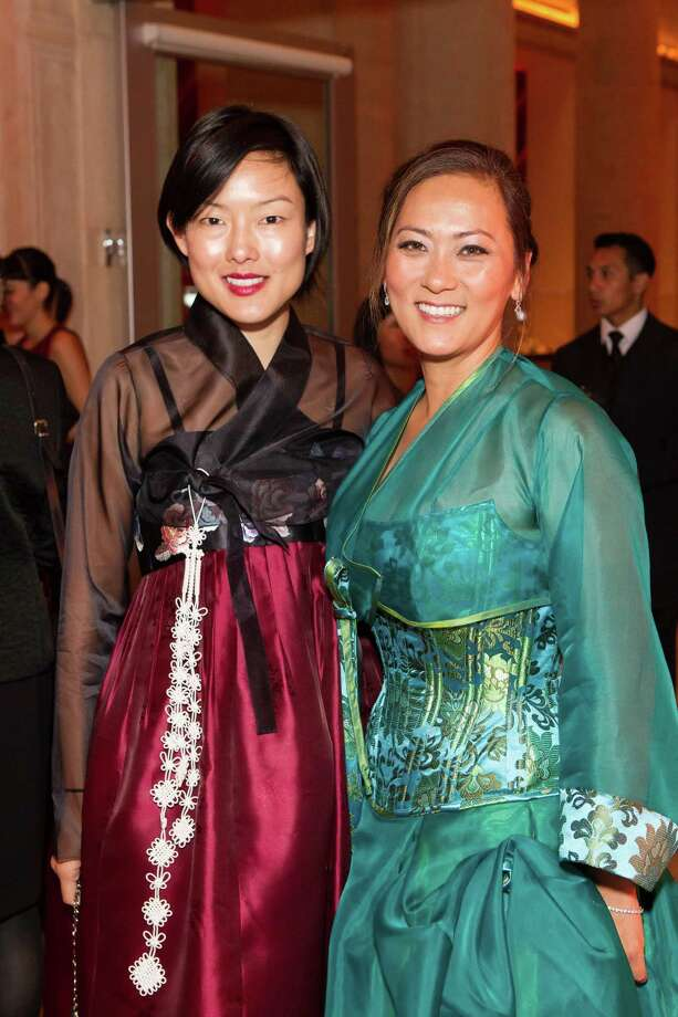 Jane Kim and Elizabeth Fullerton at the Asian Art Museum's opening night gala for In Grand Style: Celebrations in Korean Art during the Joseon Dynasty on October 24, 2013. Photo: Claudine Gossett For Drew Altizer, Drew Altizer Photography / DREW ALTIZER PHOTOGRAPHY