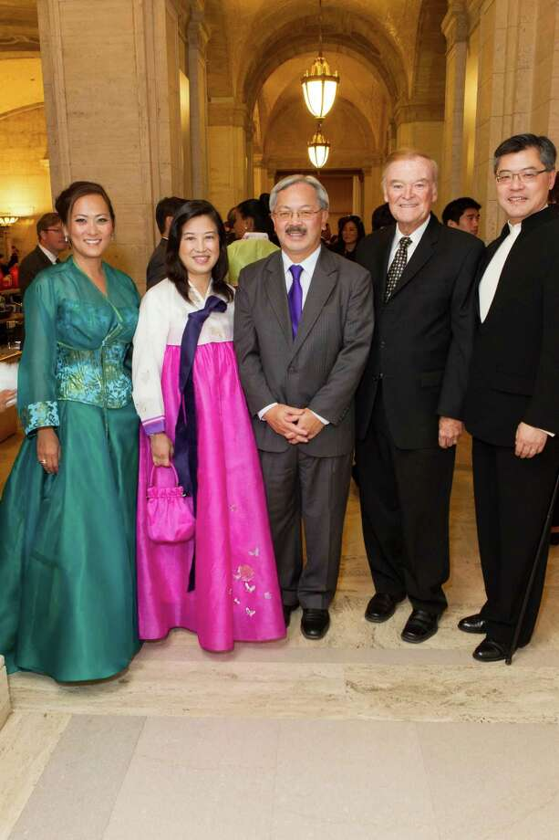 Elizabeth Fullerton, Anita Lee, Mayor Ed Lee, Frank Jordan and Jay Xu at the Asian Art Museum's opening night gala for In Grand Style: Celebrations in Korean Art during the Joseon Dynasty on October 24, 2013. Photo: Claudine Gossett For Drew Altizer, Drew Altizer Photography / DREW ALTIZER PHOTOGRAPHY