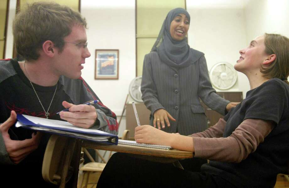 Arabic classes at Roosevelt in 2003. Pictured are instructor Saadia Al-Tahir, center, with students Mike Kimmel and Adrienne Mueller.  Photo: JOSHUA TRUJILLO, Seattle Post-Intelligencer File / SEATTLE POST-INTELLIGENCER