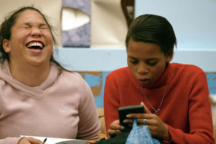 "Roosevelt, 2002: Andrea Rosario helps South African student Nosiphiwo Jofwana use a calculator as part of a cultural support program called ""Hands for a Bridge.""  Photo: PAUL KITAGAKI JR., Seattle Post-Intelligencer File"
