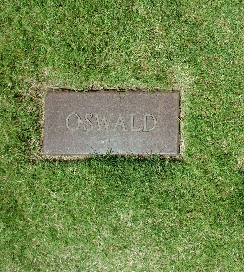 A simple stone marks Lee Harvey Oswald's grave at Shannon Rose Hill Cemetery in Fort Worth. Photo: --, MBR / The New York Times