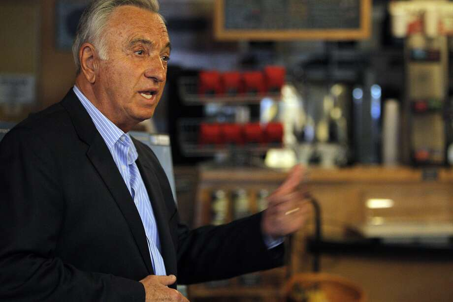 Former San Francisco Mayor Art Agnos sizes up SF politics over matzo ball soup. Photo: Carlos Avila Gonzalez, The Chronicle