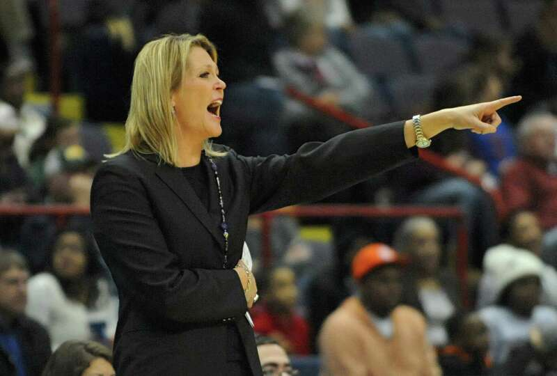 UAlbany head coach Katie Abrahamson-Henderson yells to a player during a basketball game against Sie
