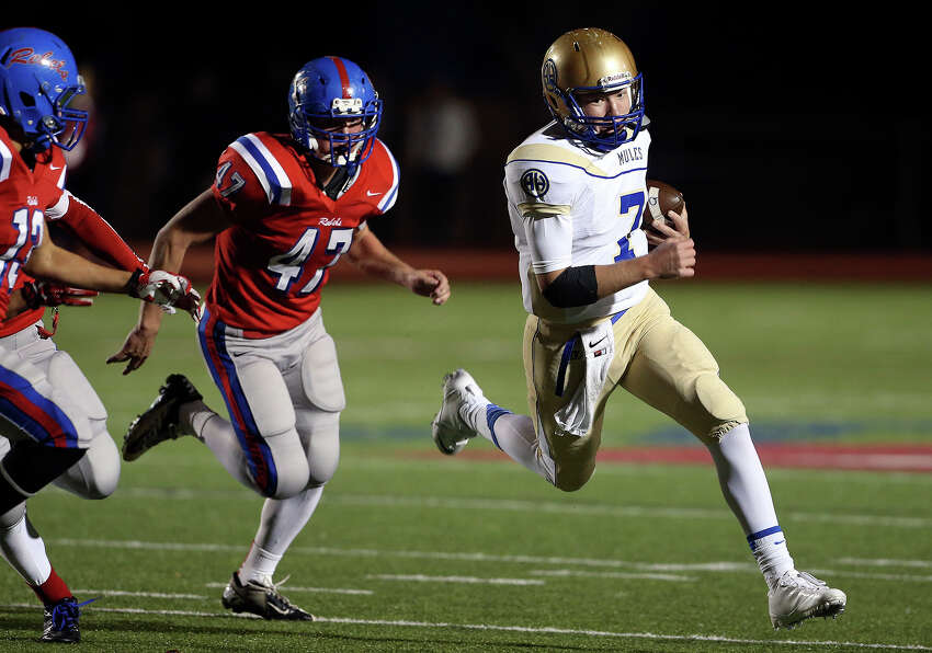 Mule quarterback Dalton Banks sprints to the outside on a run in the first half as Hays hosts Alamo Heights at Bob Shelton Stadium on November 8, 2013.