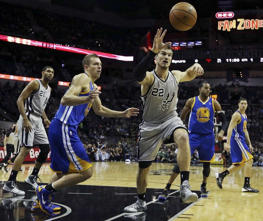 San Antonio Spurs' Tiago Splitter grabs for a rebound ahead of Golden State Warriors' David Lee during first half action Friday Nov. 8, 2013 at the AT&T Center. Photo: San Antonio Express-News
