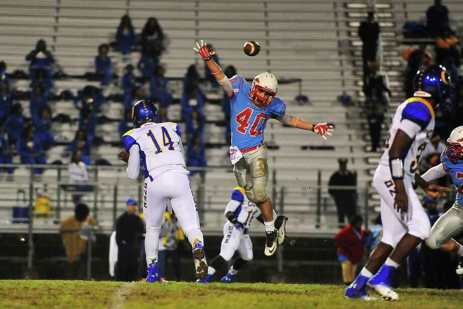 Lumberton Raiders took on the Ozen Panthers for their last district game at Lumberton, Friday. Michael Rivera/@michaelrivera88