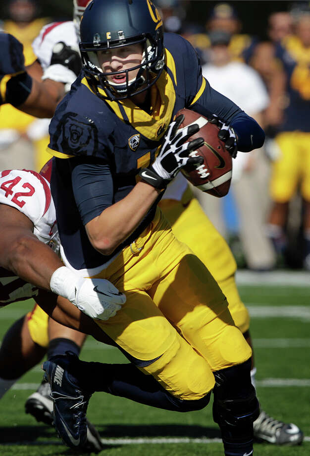 Cal quarterback Jared Goff avoids a sack by USC's Devon Kennard in the first quarter of the Cal Bears football game against the USC Trojans at Memorial Stadium in Berkeley, Calif. on Saturday, Nov. 9, 2013. Photo: Paul Chinn / The Chronicle / ONLINE_YES