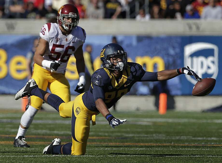 Stephen Anderson can't reel in a Jared Goff pass in the second quarter. Photo: Paul Chinn, The Chronicle