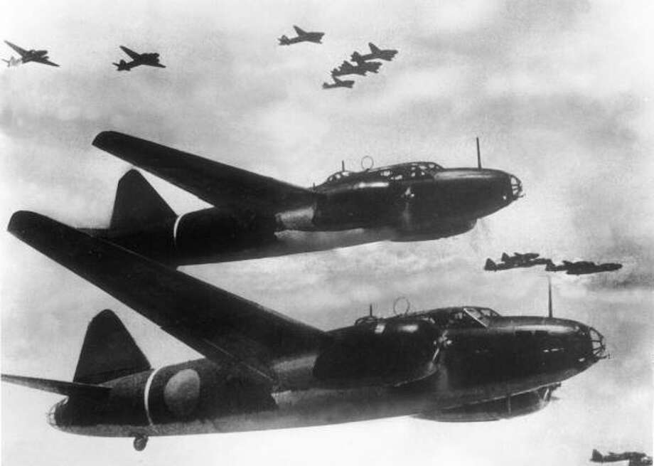 The Japanese type 1 G4M bomber is one of the most famous Japanese airplanes of the Pacific War, and the most representative and widespread bi-engined bomber of the Japanese Imperial Navy. Photo: Keystone-France, Getty Images / 1944 Keystone-France