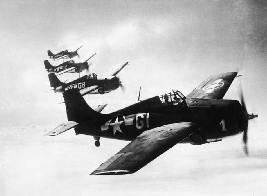Four U.S. Grumman F4F Wildcat fighter planes in 1943. Before the addition of the white bars with red borders on either side, the central star was indistinguishable from a distance from the Japanese Rising Sun and the German Cross. Photo: Keystone, Getty Images / 2004 Getty Images