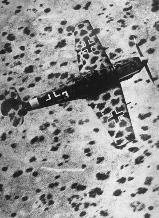 A German Messerschmitt MR 109 fighter camouflaged to blend in with the African desert. Photo: Keystone, Getty Images / Hulton Archive