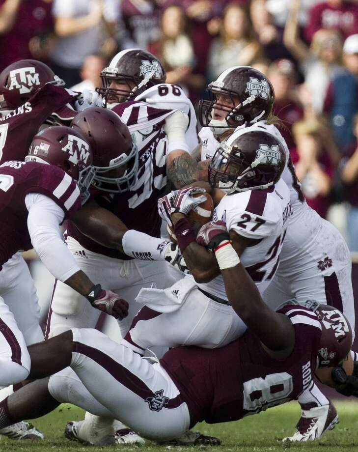 An A&M defender drags down Bulldogs running back LaDarius Perkins on fourth down. Photo: Cody Duty, Houston Chronicle