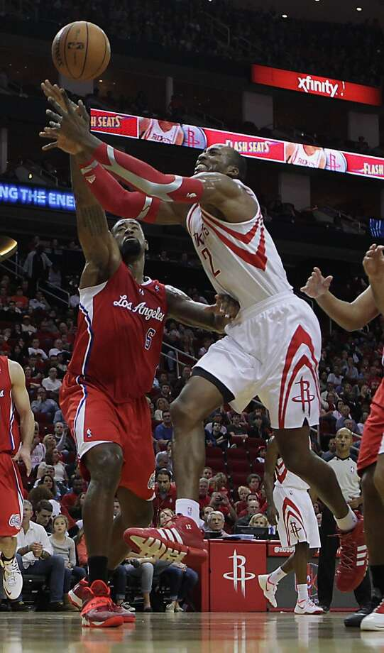 Clippers center DeAndre Jordan left, fouls Rockets center Dwight Howard. Photo: James Nielsen, Houston Chronicle