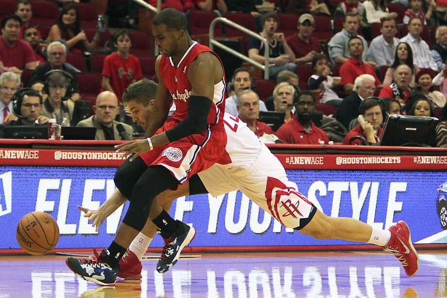 Rockets small forward Chandler Parsons left, and Clippers point guard Chris Paul right, chase the ball. Photo: James Nielsen, Houston Chronicle