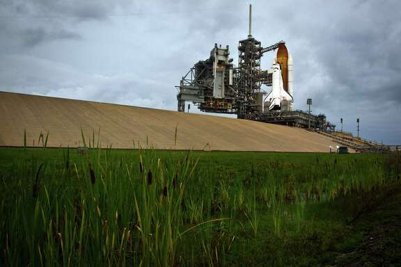 With no more shuttle launches, Kennedy Space Center in Florida explored leasing some of its launch facilities to SpaceX before the idea stalled in Washington.