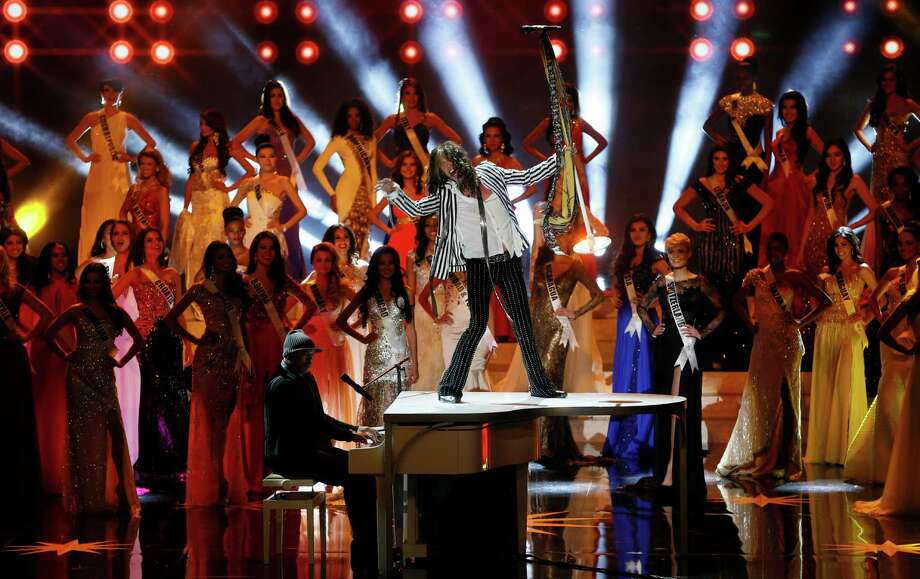 Aerosmith's front man and the pageant judge Steven Tyler performs during the 2013 Miss Universe pageant in Moscow, Russia, on Saturday, Nov. 9, 2013. Photo: Pavel Golovkin, AP / AP