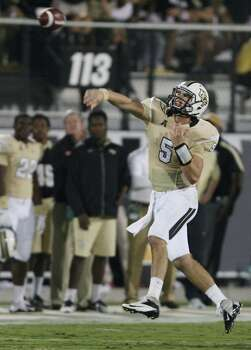 Quarterback Blake Bortles of Central Florida makes a throw against Houston in the first half at Bright House Networks Stadium in Orlando, Fla., on Saturday, Nov. 9, 2013. (Stephen M. Dowell/Orlando Sentinel/MCT) Photo: Stephen M. Dowell, McClatchy-Tribune News Service