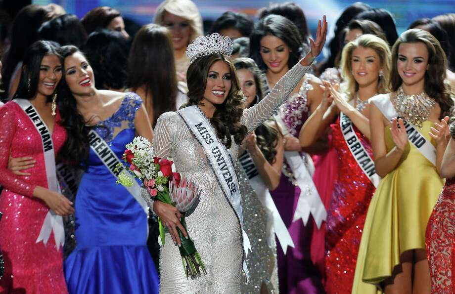 Miss Universe 2013 Gabriela Isler, from Venezuela, center, waves after winning the 2013 Miss Universe pageant in Moscow, Russia, on Saturday, Nov. 9, 2013. Photo: Pavel Golovkin, AP / AP2013