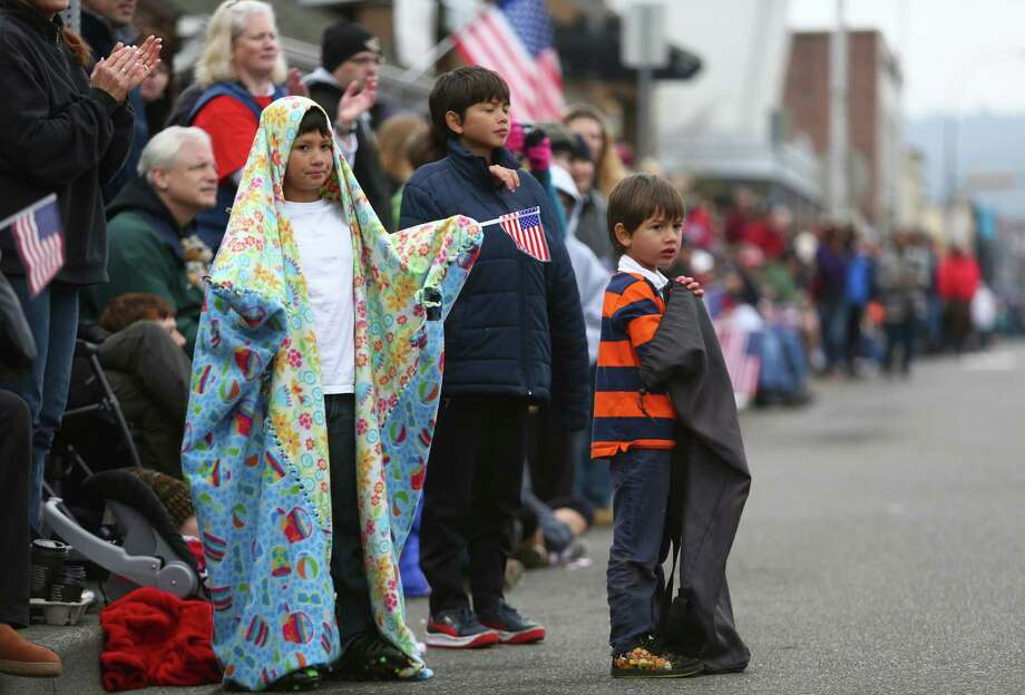 Young spectators watch during the 48th annual Auburn Veterans Day Parade. Photo: JOSHUA TRUJILLO, SEATTLEPI.COM / SEATTLEPI.COM