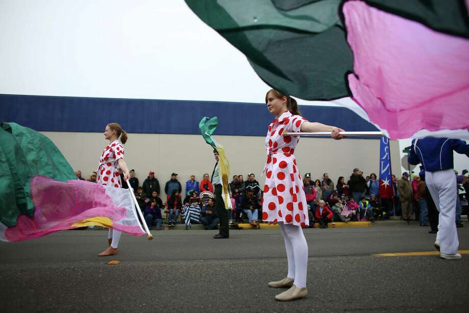 Participants wave flags during the 48th annual Auburn Veterans Day Parade. Photo: JOSHUA TRUJILLO, SEATTLEPI.COM / SEATTLEPI.COM