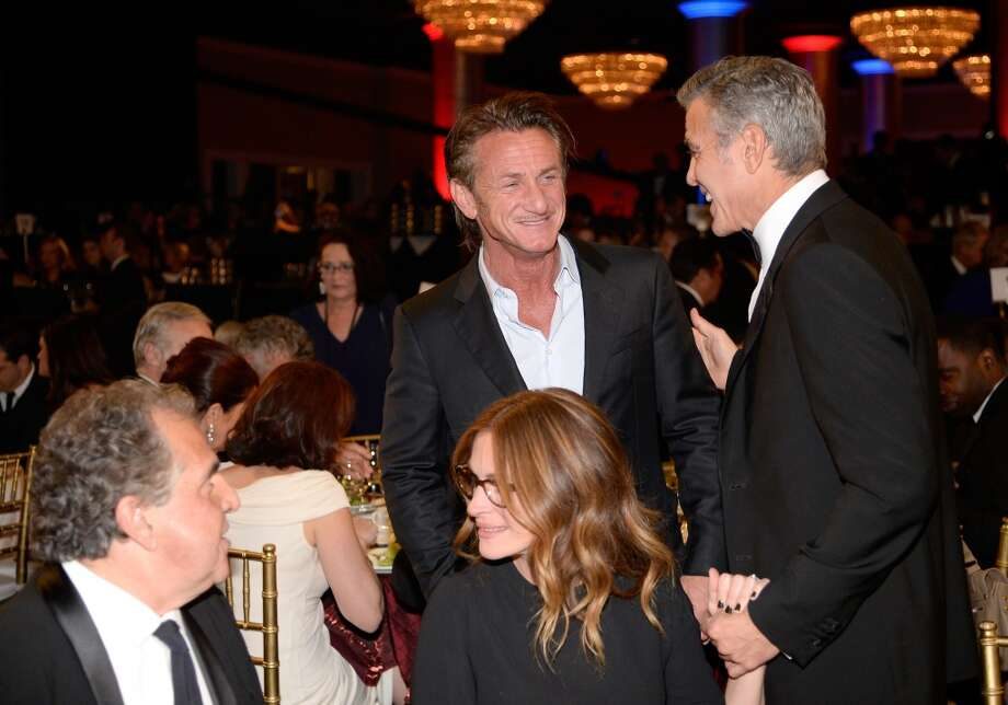 (L-R) Fox Filmed Entertainment Chairman & CEO Jim Gianopulos, actors Julia Roberts, Sean Penn and George Clooney attend the 2013 BAFTA LA Jaguar Britannia Awards presented by BBC America at The Beverly Hilton Hotel on November 9, 2013 in Beverly Hills, California. Photo: Kevork Djansezian/BAFTA LA, Getty Images For BAFTA LA