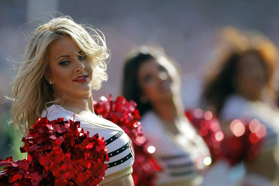 The San Francisco 49ers Gold Rush perform on Nov. 10, 2013. Photo: Carlos Avila Gonzalez, The Chronicle