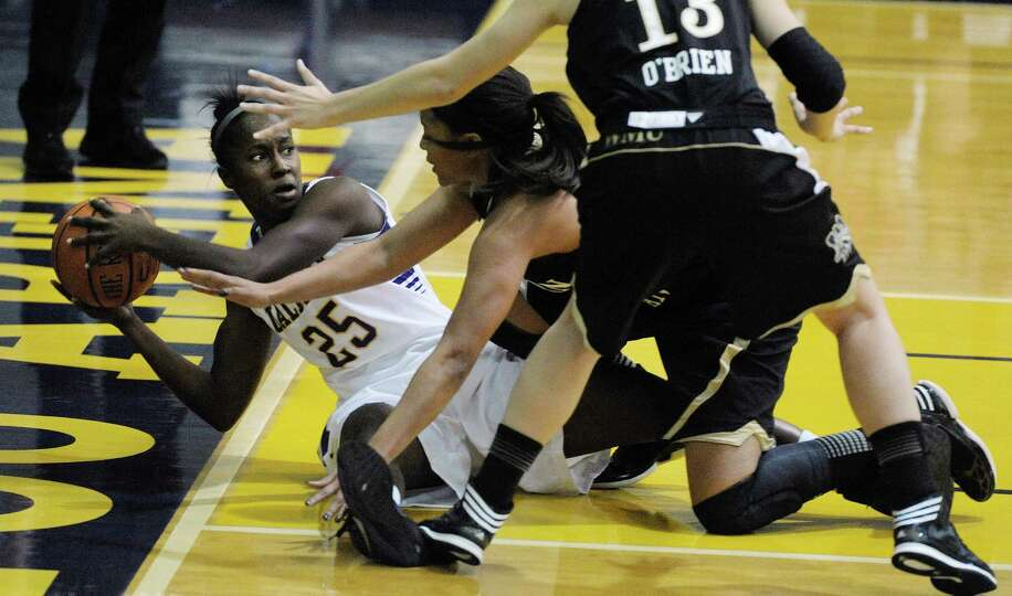 Shereesha Richards, left, of UAlbany looks for a teammate after getting a loose ball on the floor du