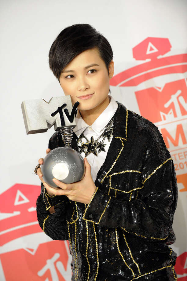 Chinese pop singer and actress Chris Lee poses with the Worldwide Act award during the MTV European Music Awards (EMA) 2013 at the Ziggo Dome on November 10, 2013 in Amsterdam, The Netherlands. Photo: JOHN THYS, AFP/Getty Images / AFP