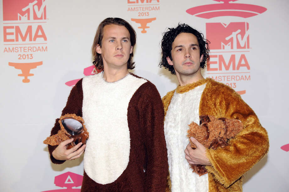 Bard Ylvisaker (L) and Vegard Ylvisaker of Norwegian humorist duo Ylvis pose during the MTV European Music Awards (EMA) 2013 at the Ziggo Dome on November 10, 2013 in Amsterdam, The Netherlands. Photo: JOHN THYS, AFP/Getty Images / AFP