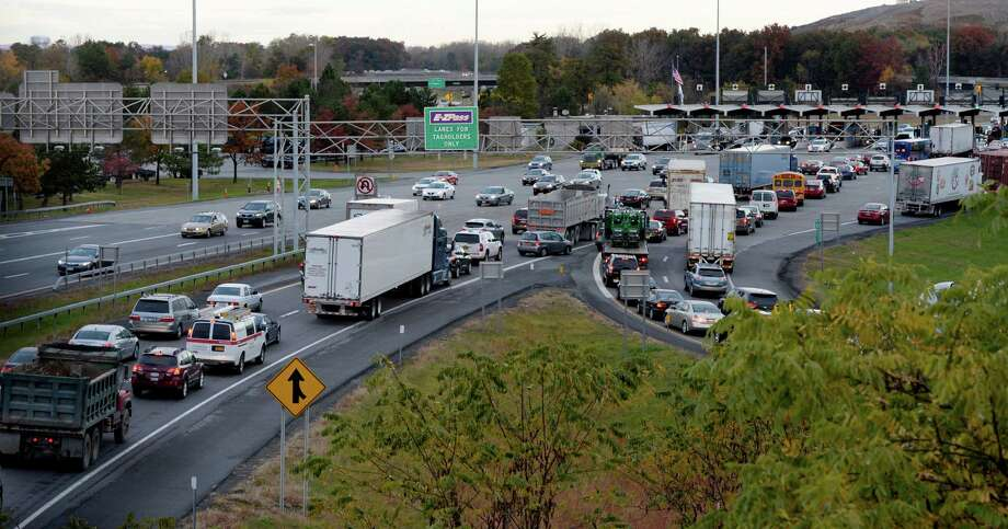 Heavy congestion at the Thruway entry at Exit 24 Friday morning Oct. 25, 2013, in Albany, N.Y.  was due to an early morning fatal tractor trailer accident on the Thruway. (Skip Dickstein/Times Union Photo: SKIP DICKSTEIN