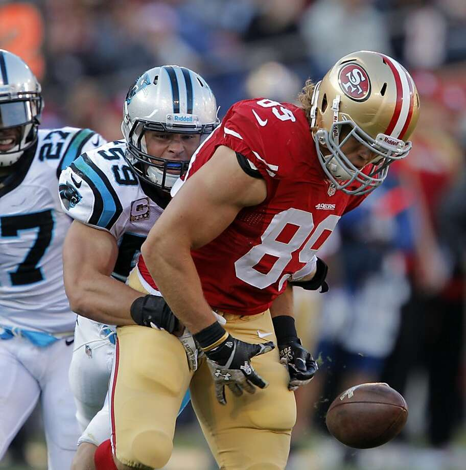 Carolina's Luke Kuechly breaks up a pass intended for Vance McDonald in the fourth quarter. Photo: Carlos Avila Gonzalez, The Chronicle