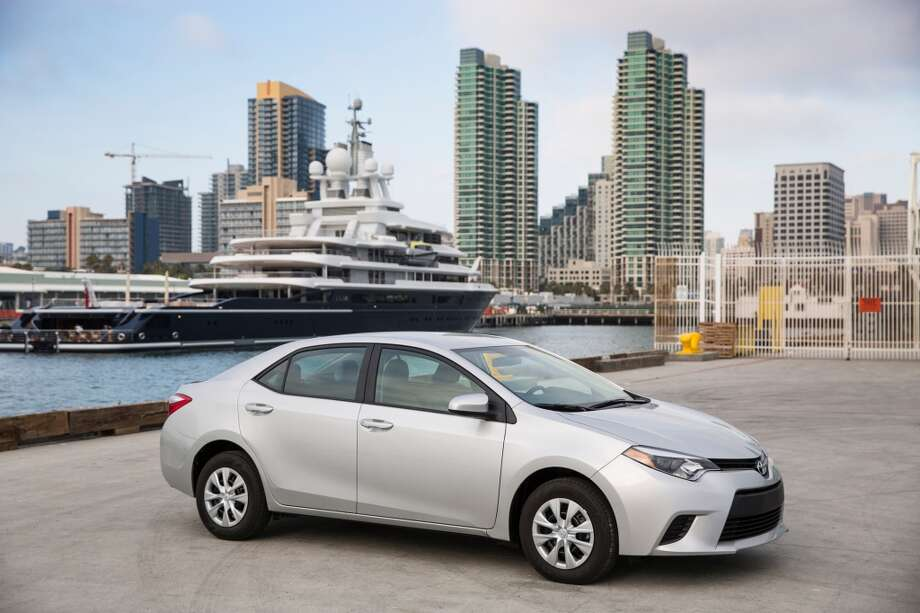 Corolla LE Eco, silver Photo: Toyota