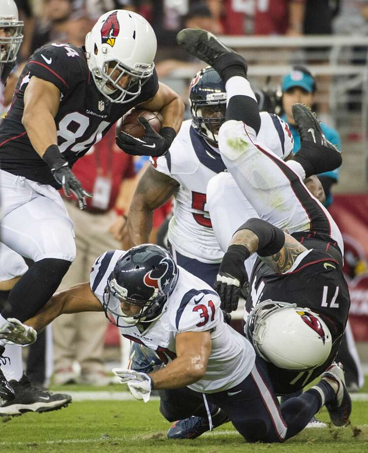 Cardinals tight end Rob Housler (84) gets a block from guard Daryn Colledge (71) on Texans free safety Shiloh Keo (31) as he goes in for a touchdown during the first half. Photo: Smiley N. Pool, Houston Chronicle