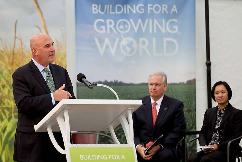 """Monsanto CEO Hugh Grant (left) on buying the Climate Corp.: """"It's an important addition."""" Photo: Whitney Curtis, Associated Press"""