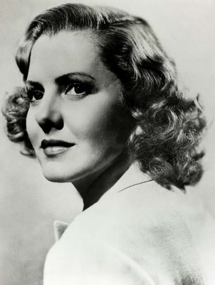 Jean Arthur -- comic actress of the 1930s and 40s.  Nobody sounded anything like her. Photo: Popperfoto, Popperfoto/Getty Images / Popperfoto