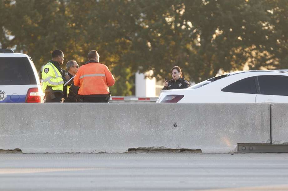 A pedestrian died after he was hit by a vehicle about 5:30 a.m. Tuesday on the inbound Interstate 45 HOV lane near Airtex. Photo: Johnny Hanson, Houston Chronicle