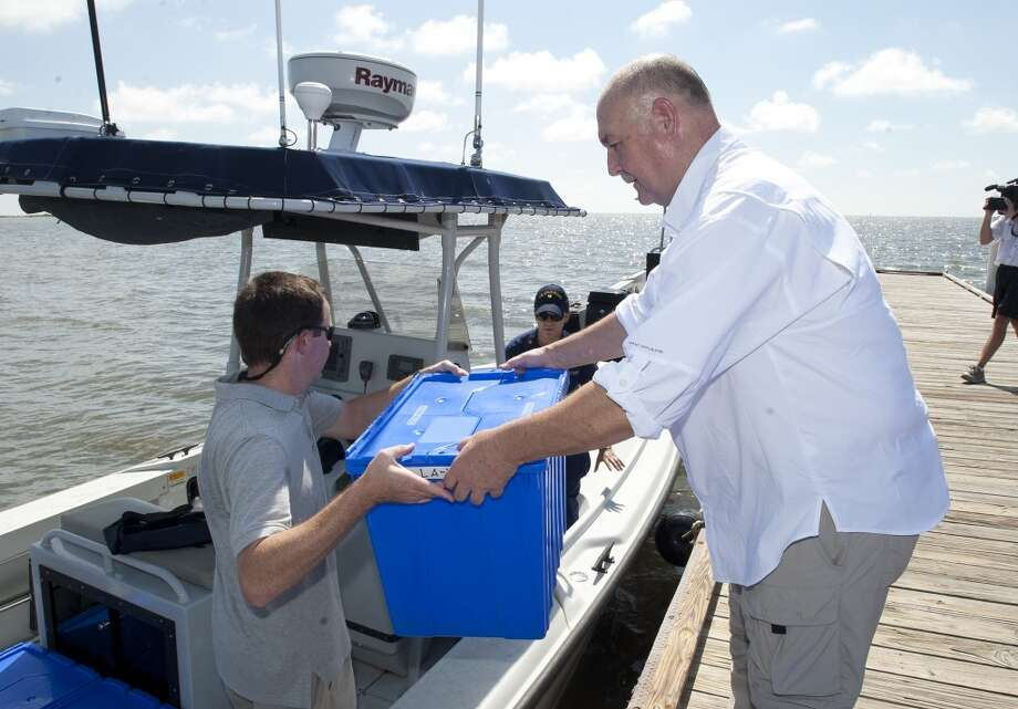 Admiral Thad Allen, USCG-Ret. (right) helps load a NOAA boat with rehabilitated Kemp's Ridley sea turtles to be released off the coast of Cedar Key ,Fla., Wednesday, Aug. 18, 2010. Photo: Phil Sandlin, AP