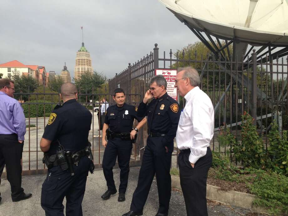 Chief McManus at Univision site. Four preservationists have jumped the fence. Photo: Benjamin Olivo/Express-News