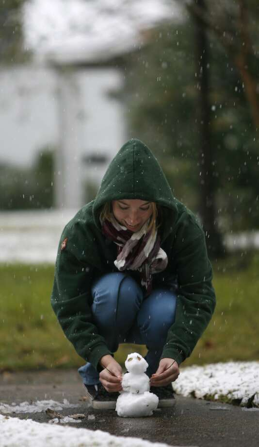 Megan Groneman makes a tiny snowman in the front yard of her Heights area home, Friday, Dec. 4, 2009, in Houston, as the snow fell. Photo: Karen Warren, Houston Chronicle