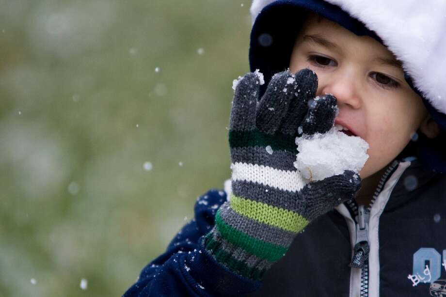 Nicholas Horan King, 4, of Houston eats snow he picked up from his grandparents front yard as snow falls Friday, Dec. 4, 2009, in Houston. Photo: Nick De La Torre, Houston Chronicle