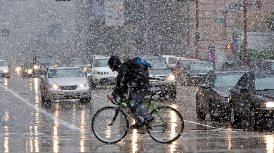 Bicyclists and pedestrians try and navigate heavy snow fall Friday, Dec. 4, 2009, in downtown Houston. Photo: Nick De La Torre, Houston Chronicle