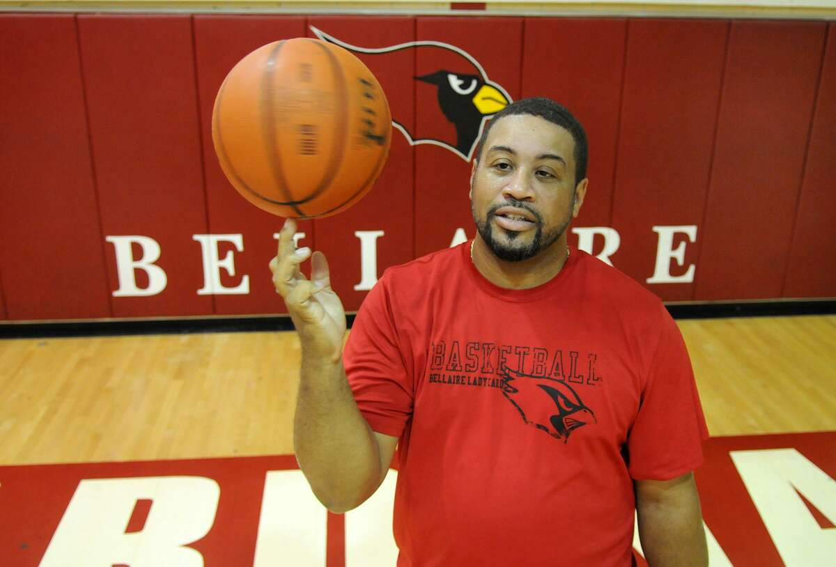 After years as Mike Kramer's assistant, Lamar Simons has begun his inaugural season leading the highly-ranked Bellaire girls basketball team.