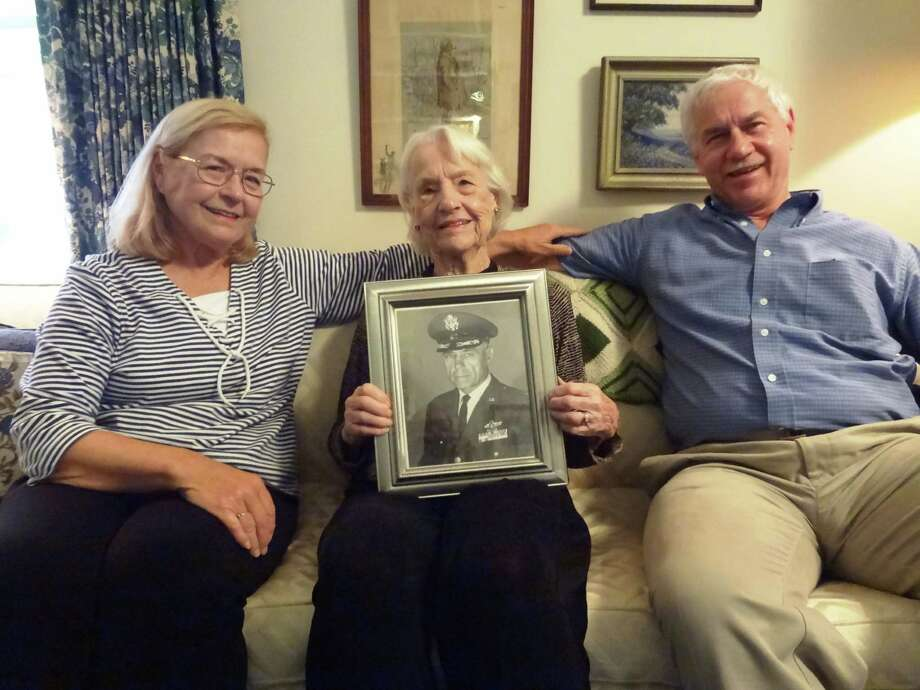 Phoebe Hanson, with daughter Susan Lynch and son Brian Hanson, holds a photo of her late husband, William H. Hanson. Photo: Steve Bennett / San Antonio Express-News