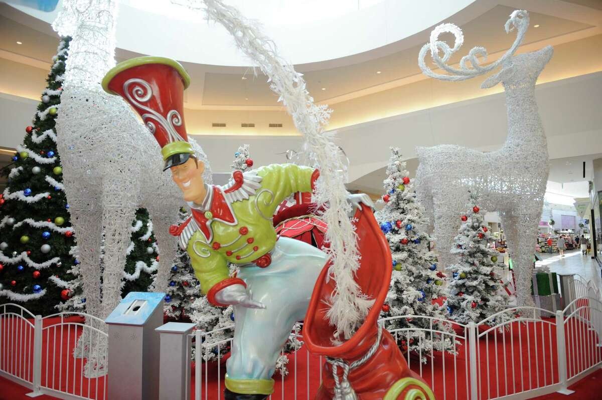 Memorial City Mall is getting decked out for a holiday lighting party featuring live music.