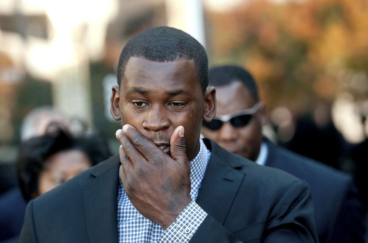 San Francisco 49ers linebacker Aldon Smith leaves an arraignment at Santa Clara County Superior Court on Tuesday, Nov, 12, 2013, in San Jose, Calif. Smith faces three felony counts of illegal possession of an automatic weapon stemming from a party at his home in June 2012. (AP Photo/Noah Berger)