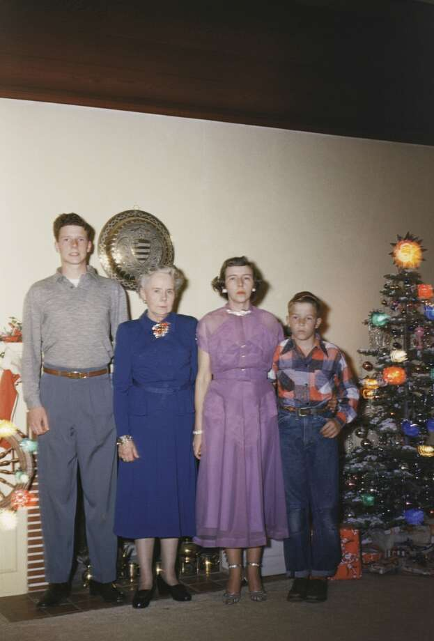 1950s Family Christmas Portrait Photo: Brand X Pictures, Getty Images/Brand X